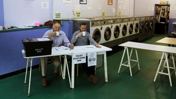 Los centros de votación estarían abiertos hasta las 21:00, hora GMT (AFP)