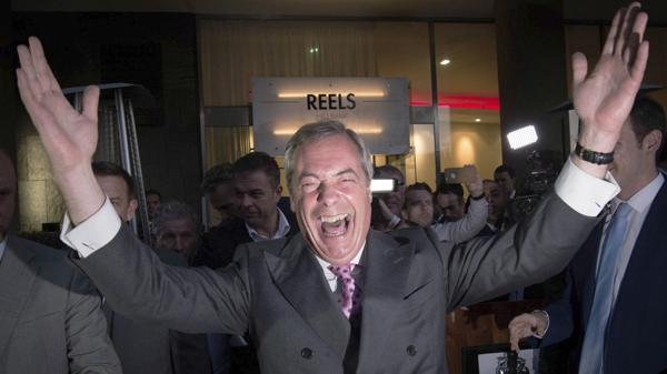Nigel Farage celebra los resultados (AP)