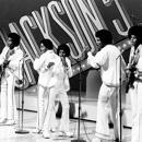 """The Jackson 5: Tito, Marlon, Michael, Jackie y Jermaine en """"Sonny and Cher Comedy Hour"""" en Los Angeles (Septiembre de 1978)"""