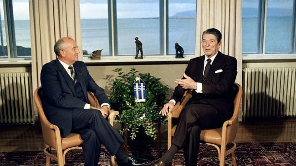 La cumbre Gorbachov -Reagan en 1986, en Reikjavik (AP)