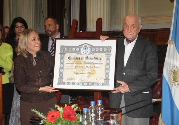 El homenajeado con su premio (Verónica Guerman / Teleshow)
