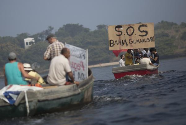 Pescadores protestan contra la contaminación de la bahía Guanabara (AP)