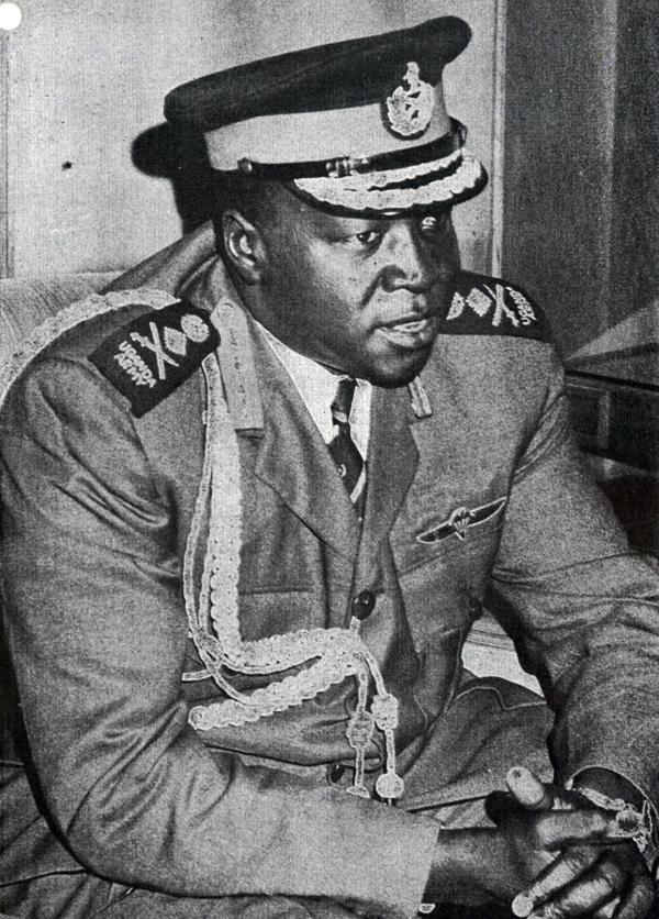 Idi Amin Dada, dictador de Uganda y cómplice de los terroristas palestinos que secuestraron el avión de Air France