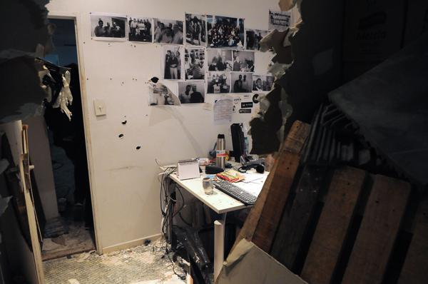 Trabajadores del diario Tiempo Argentino y Radio América fueron desalojados esta madrugada del edificio que ambos medios ocupan en el barrio de Palermo por un grupo de desconocidos que tomaron las instalaciones del lugar (Télam)