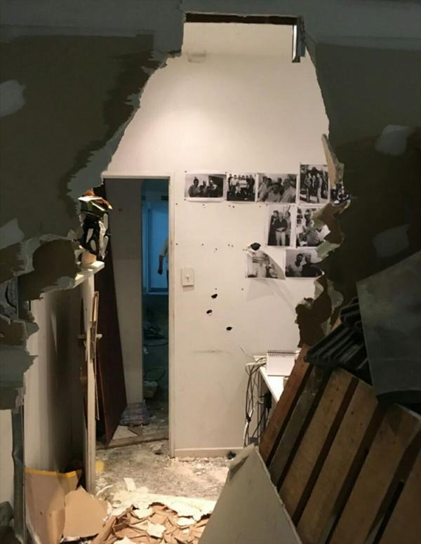 Otra de las oficinas que destruyeron los desconocidos que tomaron el edificio por la fuerza