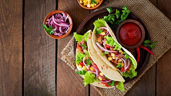 Los pepinos en tacos, una manera rápida, divertida y sabrosa de incorporarlos a la dieta (Shutterstock)