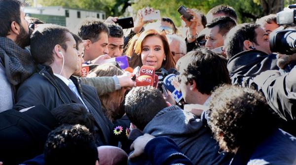 Cristina Kirchner, en la última visita que tuvo que hacer a los tribunales de Comodoro Py por una causa de corrupción. (Nicolás Stulberg)