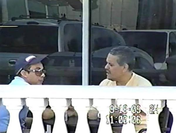 Adonis Losada en una cafetería Starbucks en Miami durante su encuentro con un policía encubierto