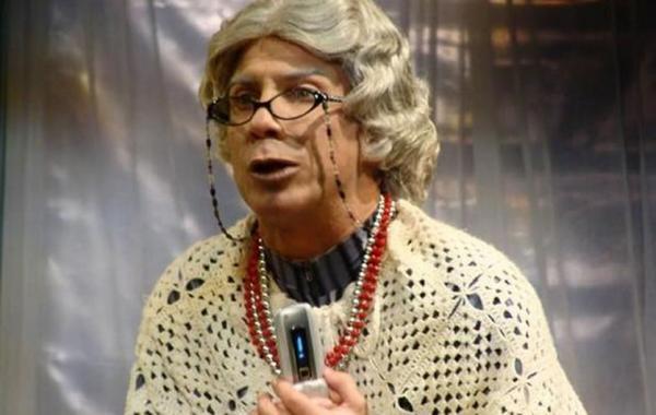 Adonis Losada en su papel de Doña Concha para Sábado Gigante de Univision