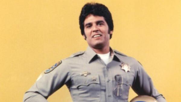 """Erik Estrada se hizo famoso en la década de 1970 por la serie """"Chips"""""""