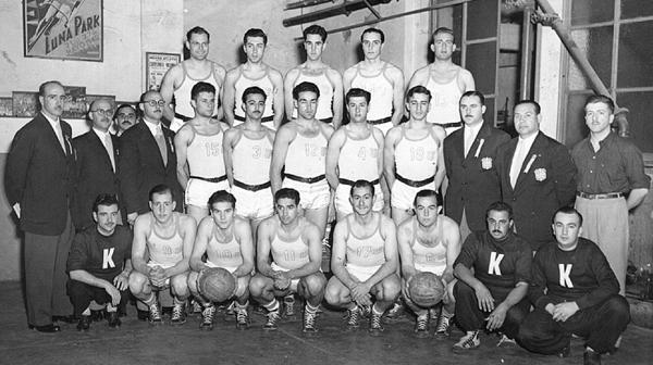 1950: El equipo de básquet logra el campeonato mundial disputado en Buenos Aires. La Selección Argentina se coronó invicta (5-0). Venció en la final a Estados Unidos por 64-50