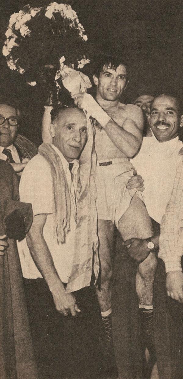 1954: Pascual Pérez se convierte en el primer boxeador argentino campeón del mundo. Logró el título en Japón y frente al local Yoshio Shirai. Además, obtuvo la medalla de oro olímpica en los Juegos de Londres de 1948