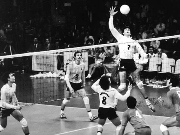 1982: El seleccionado de voleibol obtiene la medalla de bronce en el Mundial de 1982 que se disputó en Buenos Aires. Fue uno de los logros más importantes que logró el vóley nacional. Además, en 1988 se quedó con en el bronce en los Juegos Olímpicos de Seúl
