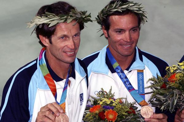 2000: De la mano de Carlos Espíndola el yachting tuvo su mejor momento. Logró cosechar para el país una presea plateada en los Juegos Olímpicos de Atenas. Cuatro años más tarde repitió la gesta en Sydney. Además, obtuvo otras dos medallas de bronce