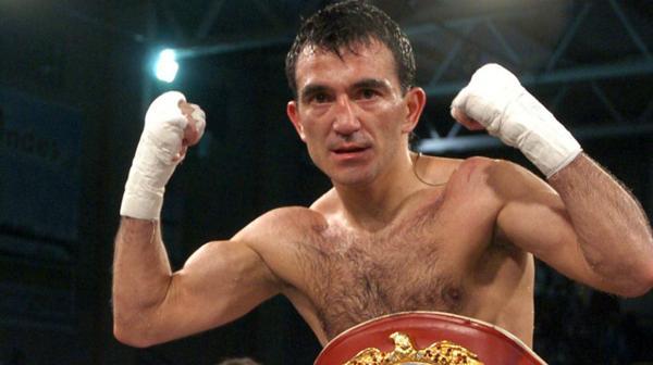 2009: El boxeador chubutense Omar Narváez derrotó por nocaut a Rayonta Whitfield y se alzó con el título mosca. Con ese logro superó la marca de su compatriota, Carlos Monzón, quién había realizado 14 defensas del título consecutivas