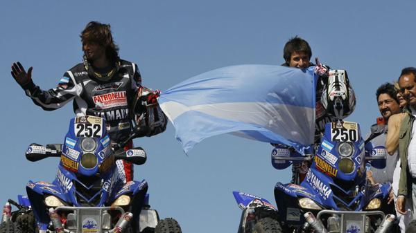2010: Marcos Patronelli, a bordo de un cuatriciclo, se convirtió en el primer argentino en ganar el Rally Dakar. Su hermano Alejandro finalizó segundo