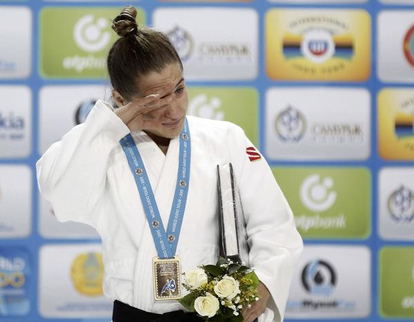 2015: La judoca argentina Paula Pareto consiguió la medalla de oro en el Mundial de Astana, Kazajistán, al vencer a la japonesa Asami. Fue en la categoría hasta 48 kilos (EFE)