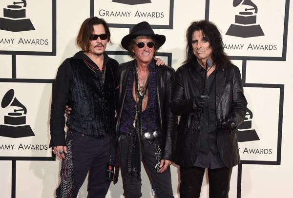 El trío Hollywood Vampires, en la entrada de los premios Grammy
