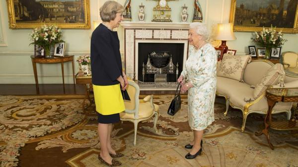 La reina es quien debe aprobar simbólicamente el nuevo gobierno (Reuters)