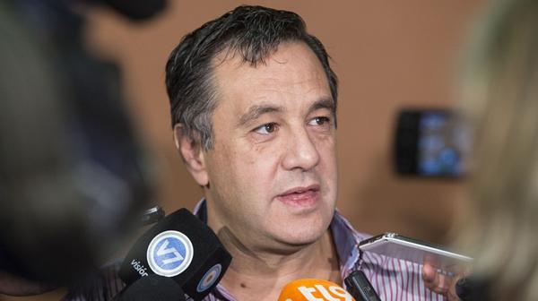 """El director Alejandro Finocchiaro alertó: """"Nos están quemando las escuelas"""". (NA)"""