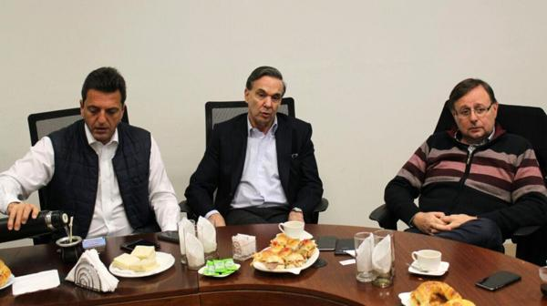 Sergio Massa, Miguel Pichetto y Oscar Romero, tres referentes parlamentario opositores con los que el macrismo debe negociar