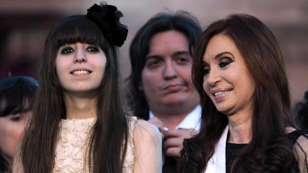 Florencia, Máximo y Cristina. (AFP)