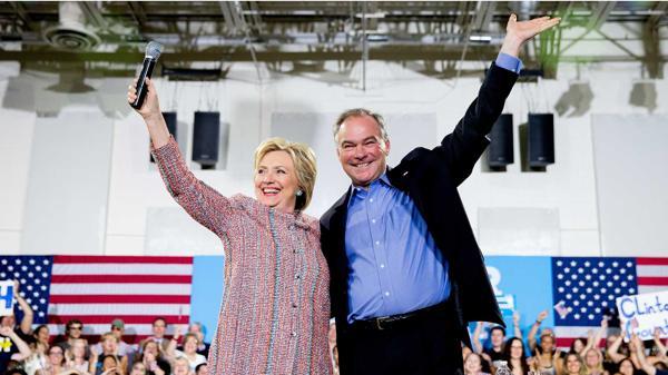 Hillary Clinton junto a su compañero de fórmula demócrata Tim Kaine, senador por Virginia. (AP)