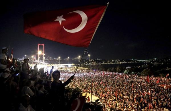 Erdogan convocó a movilizaciones masivas en su apoyo (AFP)