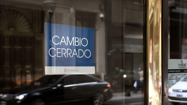 El Banco Central podría habilitar nuevas formas de operación de las casas de cambio para que aumenten la competencia con los bancos (Nicolás Stulberg)