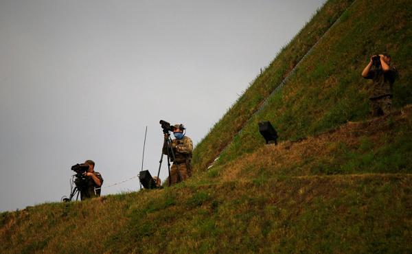 Policías buscan francotiradores