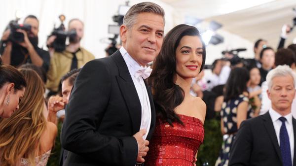 George Clooney y su esposa Amal Alamuddin (AP)