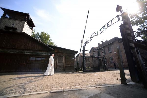 Francisco eligió no pronunciar discursos durante su visita a los campos de exterminio (AFP)