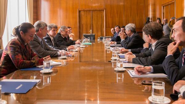 Los funcionarios y las cámaras de supermercados se reunieron en el Ministerio de Economía.