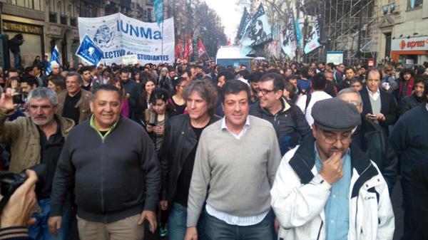 Luis D'Elía, Amado Boudou, Gabriel Mariotto y Fernando Esteche, de Quebracho, marcharon de Plaza de Mayo a la sede de Madres para apoyar a Bonafini