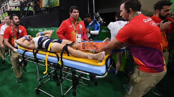 El gimnasta francés Samir Ait Said sufrió una impactante lesión (AFP)