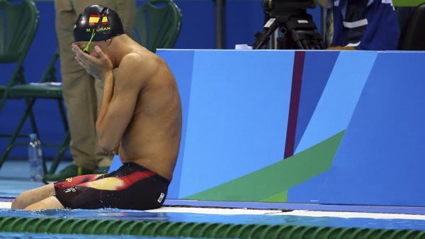 El nadador español Miguel Durán se tiró antes en la prueba de natación y se largó a llorar (Reuters)