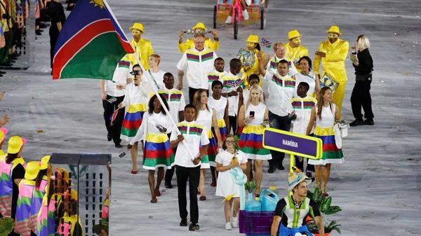Junias Jonas fue abanderado de Namibia durante la ceremonia inaugural (Reuters)