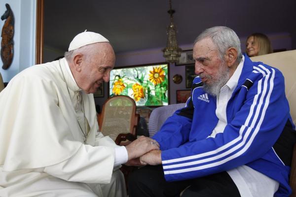 El papa Francisco junto a Fidel Casto. (Septiembre 2015) (AP)