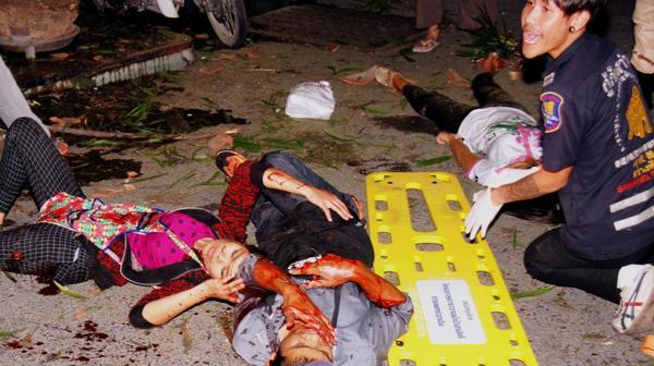 La cadena de atentados comenzó el jueves con la bomba que mató a una vendedora tailandesa e hirió a siete personas en un mercado (Reuters)