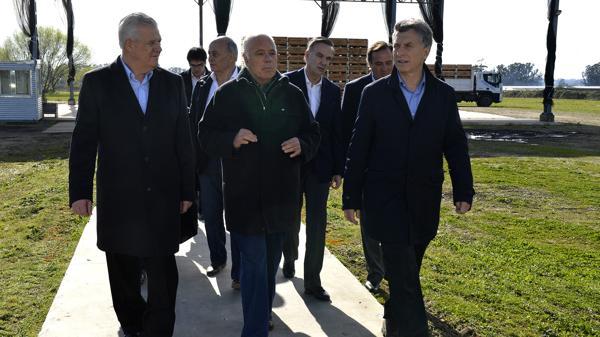 Macri en Sierra de los Padres junto a Miguel Piccheto y el Momo Venegas