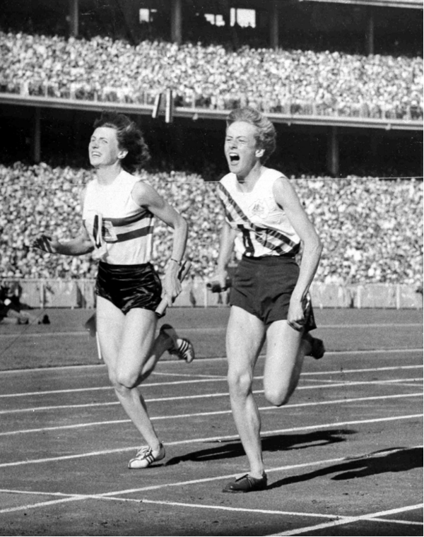 A las pistas en Berlín 1936, sin mangas y shorts muy cortos