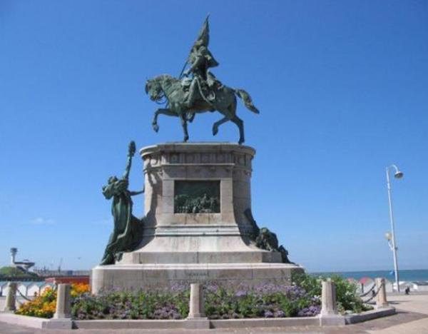 Monumento a San Martín en Boulogne-sur-Mer