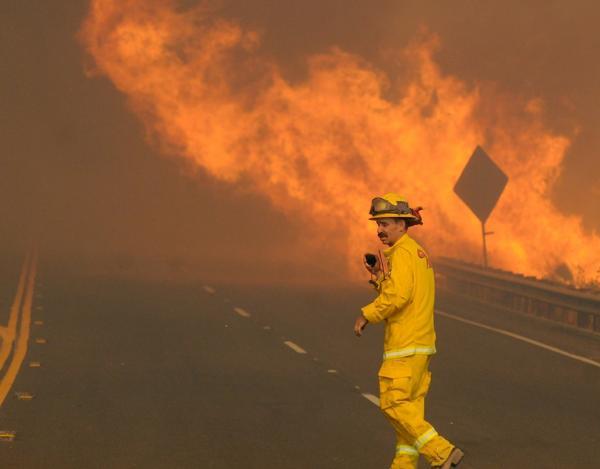 Tareas de los bomberos californianos (AP)