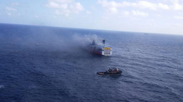 Personal de la Guardia Costera estadounidense y autoridades localestrabajaronpara rescatar a las personas