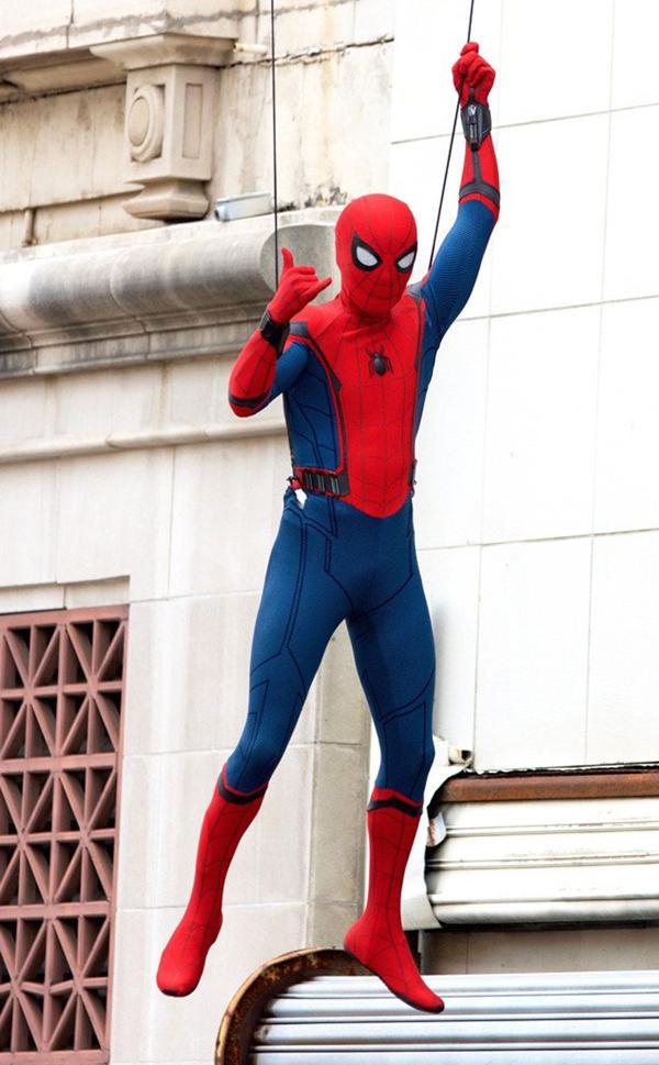 [En cartelera] Marvel's Spider-man: Homecoming  (2017) - Página 2 ?op=resize&url=https%3a%2f%2fs3.amazonaws.com%2farc-wordpress-client-uploads%2finfobae-wp%2fwp-content%2fuploads%2f2016%2f08%2f19135653%2fTom-Holland-en-el-rodaje