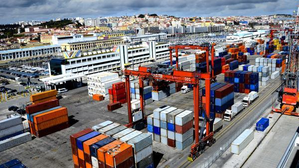 La debilidad de las exportaciones junto al receso del consumo interno explica el ajuste recesivo de la actividad agregada (Shutterstock)