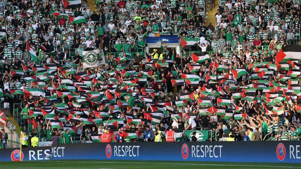 El público del Celtic agitó banderas de Palestina (Reuters)