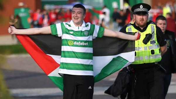 Un fanático del Celtic presenció el encuentro de Liga de Campeones (Reuters)