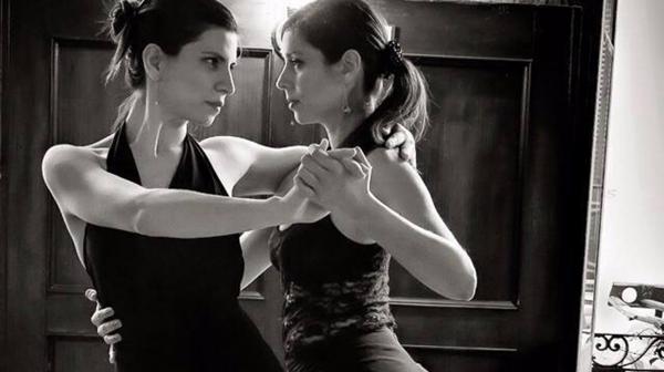 Celeste Rodríguez y Paula Maldonado durante una edición del Festival de Tango Queer en Buenos Aires (Karina Macchioli)