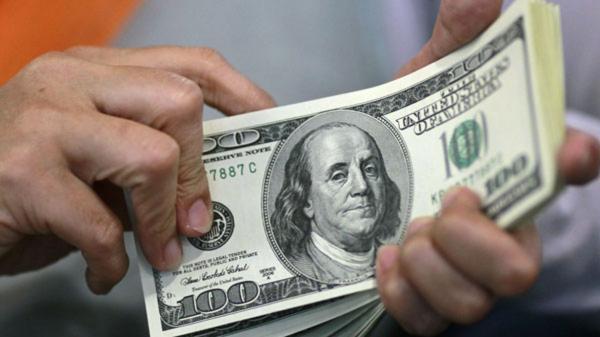 El dólar sube a su valor más alto y alcanza un nuevo nivel récord.